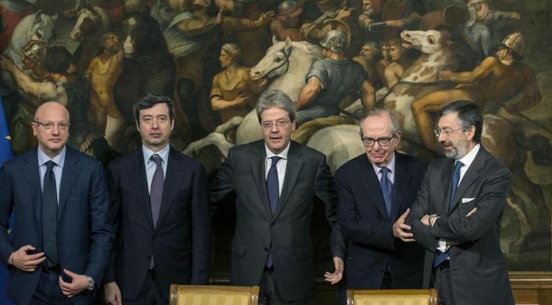 Da sin, Vincenzo Boccia, Andrea Orlando, Paolo Gentiloni, Pier Carlo Padoan, Gianni Sabatini