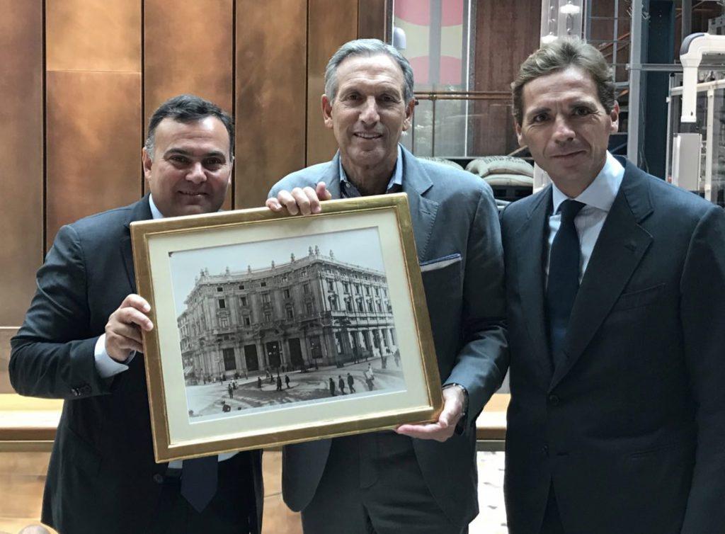 Da sin, Giovanni Cutaia, Howard Schultz e Paolo Bottelli
