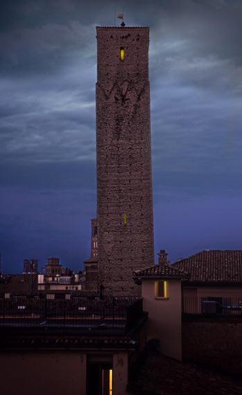 La_Torre_Prendiparte_di_notte