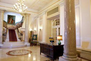 Hall dell'hotel Ambasciatori Palace di Roma