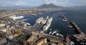 Il porto di Napoli