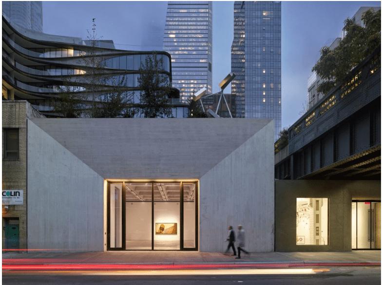 La facciata della Kasmin Gallery, Photo Courtesy Kasmin Gallery, © Roland Halbe