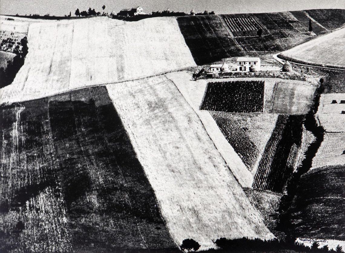 """Mario Giacomelli, Dalla serie """"Storie di terra, 1956-1980"""", 1978. Stampa ai sali d'argento, 29.2 x 39.4 cm. Courtesy Collezione Fabio Castelli"""