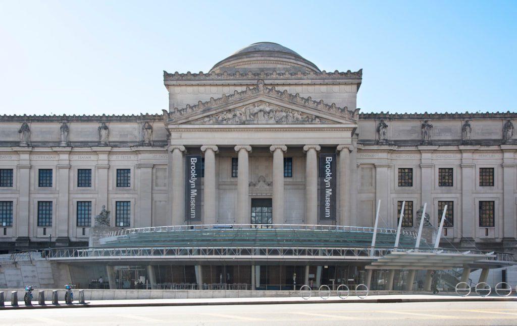 Esterno del Brooklyn Museum (2018). Per gentile concessione del Brooklyn Museum. Foto di Jonathan Dorado