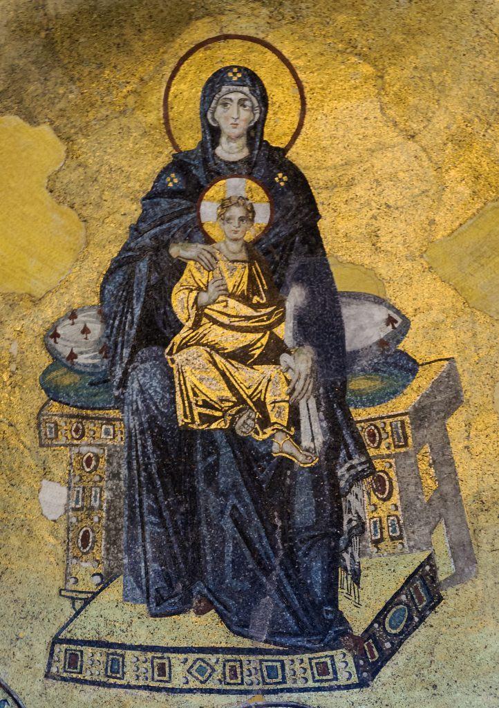 Il mosaico della Vergine Maria e Cristo nell'abside di Santa Sofia. Per gentile concessione di Wikimedia Commons.