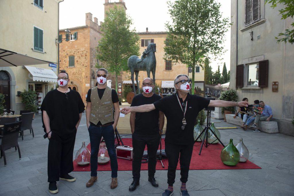 Alberto Bartalini con Matteo Graniti e gli altri curatori di ArtInsolite