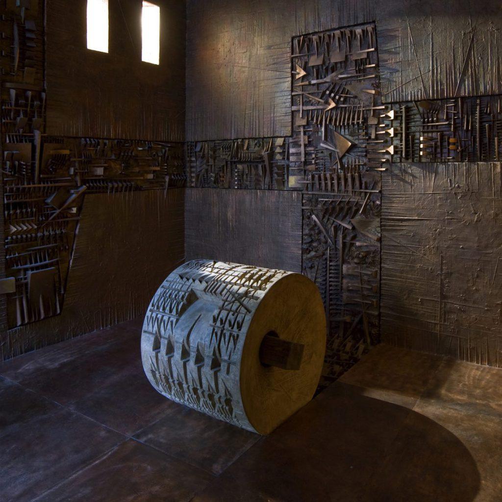 Ingresso nel labirinto, 1995-2011 (Veduta della stanza della rotativa). Foto Dario Tettamanzi