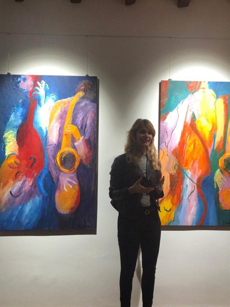 Alle spalle della curatrice Jazz duet Il, olio su tela di Jeanifer Carey