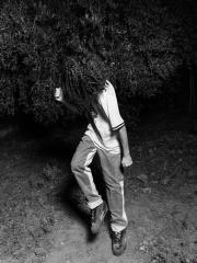 Simone Bergantini, NO FACE (How to dance rave music), 2020-21, stampa su cartoncino fotografico ai pigmenti, 15 elementi, 80x60 cm_z0a1801